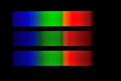 Ukázky pozorovaných a snímaných spekter různých zdrojů (na snímku zdroj spojitého záření)