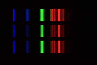 Ukázky pozorovaných a snímaných spekter různých zdrojů (na snímku emisní zdroj)