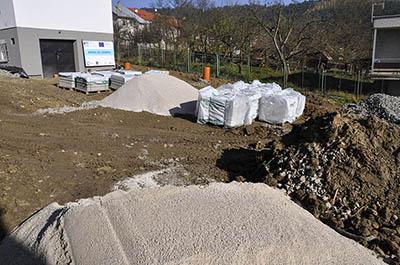 Zatím je areál Kysucké hvězdárny staveništěm a skladištěm materiálu.