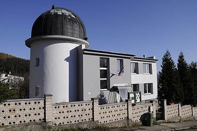 Celkový pohled na budovu Kysucké hvězdárny v Kysuckom Novom Meste.
