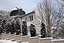 Pohled na opravenou budovou Kysucké hvězdárny