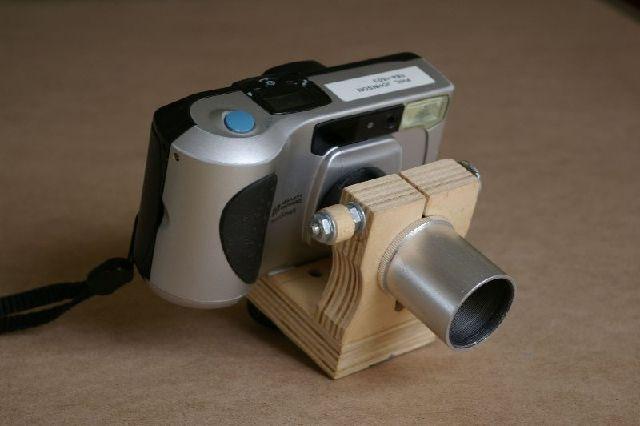 Obrázek 6: Kompaktní fotoaparát s přípravkem na afokální fotografii uchycený k okuláru