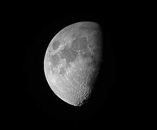 Obrázek 7: Měsíc afokálně (triedr 6×40 a Canon Powershot A60)
