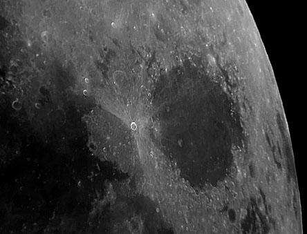 Obrázek 8: Měsíc afokálně (SW100/500 a Canon A60)