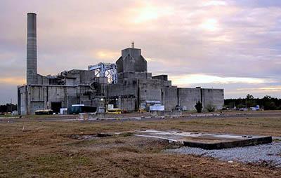 3.Budova s reaktorem P-105 jaderné elektrárny v Savannah River, kde se v roce 1956 podařila první detekce neutrina. Zdroj: Brett Flashnick, New York Times.