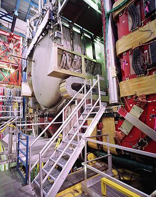 8. D0 – jeden ze dvou experimentů na urychlovači Tevatron, na kterých byl objeven nejhmotnější kvark t. Zdroj: Fermilab.
