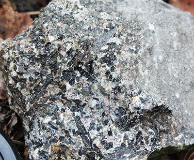 Tešínit – charakteristická hornina vulkanismu těšínitové asociace