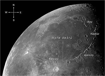 Obrázek 5.: Pohoří Alp je jen částí věnců pohoří, které obklopují gigantickou impaktní pánev Imbrium. Foto: NASA/GSFC/Arizona State University.