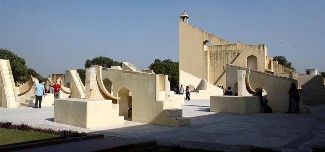 Komplex astronomických slnečných hodín na observatóriu v indickom meste Jaipur