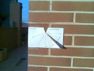 V aplikácii je možné zvoliť hodiny na stene