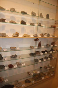 Malá expozice regionálních hornin.
