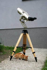 Binokulárny ďalekohľad je prenosný šošovkový ďalekohľad, ktorý umožní jednoduché a nenáročné pozorovania objektov hviezdnej oblohy.
